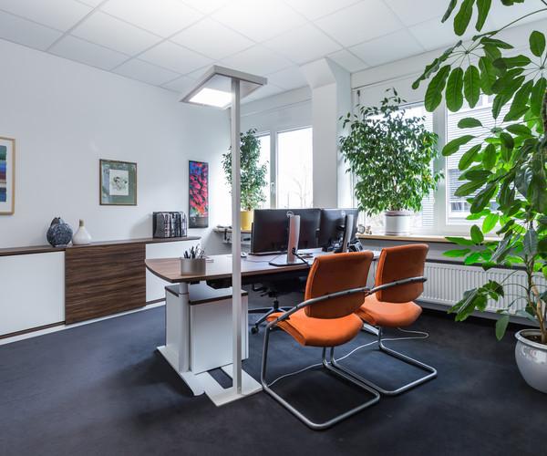 Stehleuchten für Ihre Arbeitsplatzbeleuchtung